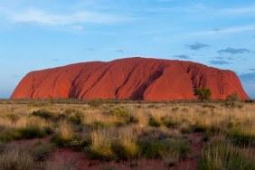 Uluru vu du ciel avec un drone