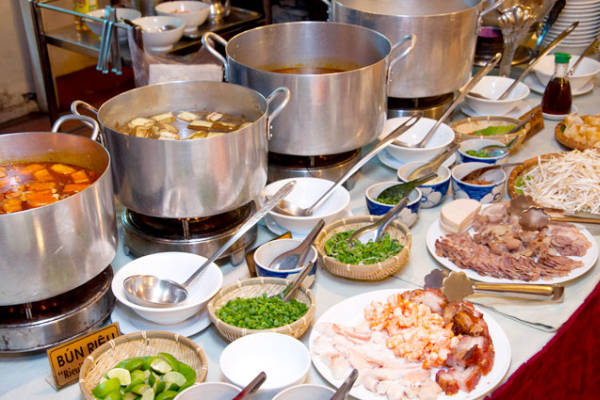 Thanh ni n buffet restaurant in saigon a large choice of for Fish buffet near me