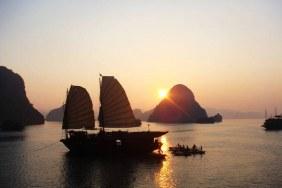 Spectacular Halong Bay 2-day Tour