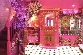 Ngôi nhà màu hồng độc đáo ở làng Essex, Anh