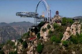Sàn thủy tinh ở trên cao của Trung Quốc trên hẻm núi Shilin